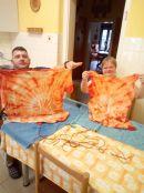 Batikované tričká v DPV - pozdrav aj pre pani riaditeľku